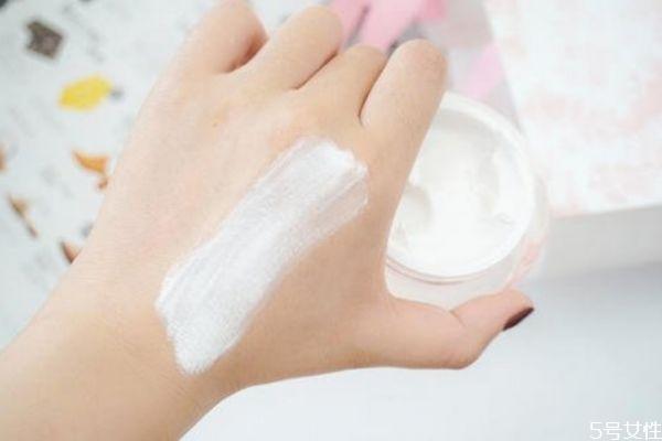 粉底液能和素颜霜一起用吗 粉底液能和素颜霜混合吗