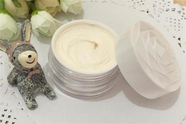 珍珠膏用了为什么变黑 珍珠膏用多久会美白