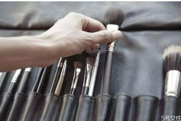 化妆刷变形了怎么办 化妆刷变形了恢复的方法