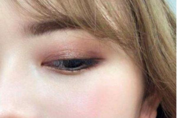 肿眼泡怎么画眼线 肿眼泡怎么画不显肿