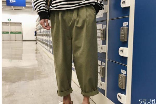 工装裤配什么上衣好看 工装裤应该怎么搭配