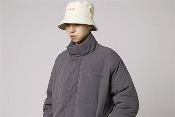 灰色棉衣配什么帽子好看