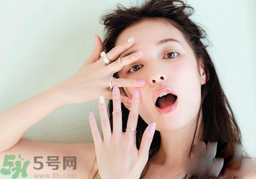 眼妆容易晕染图片