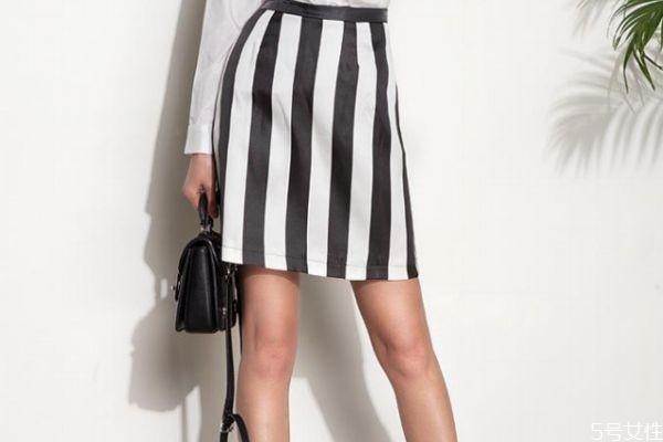 条纹裙子搭配什么上衣 条纹裙子搭配服装的方法
