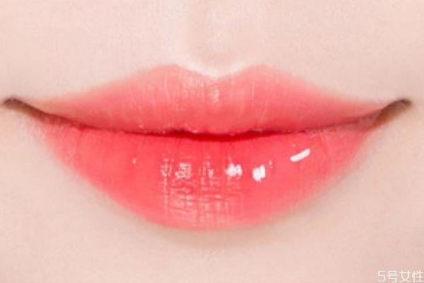 唇彩和唇膏,唇膏和唇膏有什么区别?