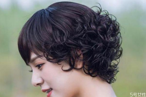 假发日常应该怎么打理 假发的打理方法有什么