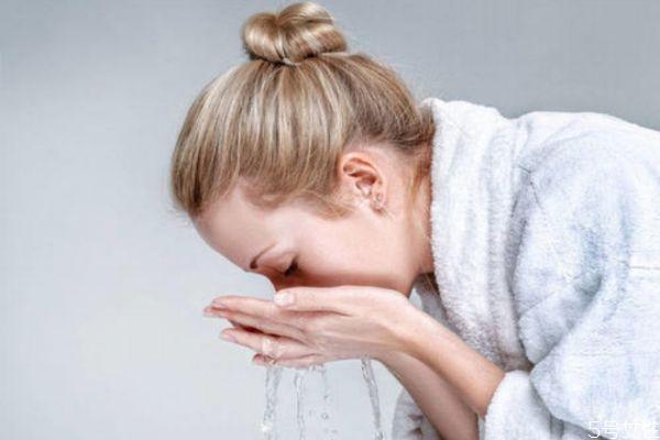 冷水和热水哪个对皮肤好 皮肤差用冷水洗还是热水好