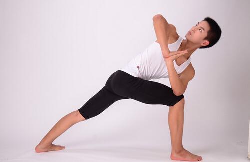男人练瑜伽的好处 男人练瑜伽的作用