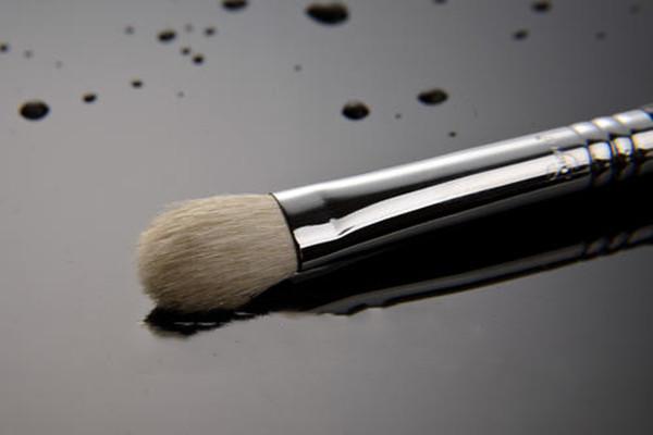 鼻影刷掉毛怎么回事 鼻影刷掉毛的原因
