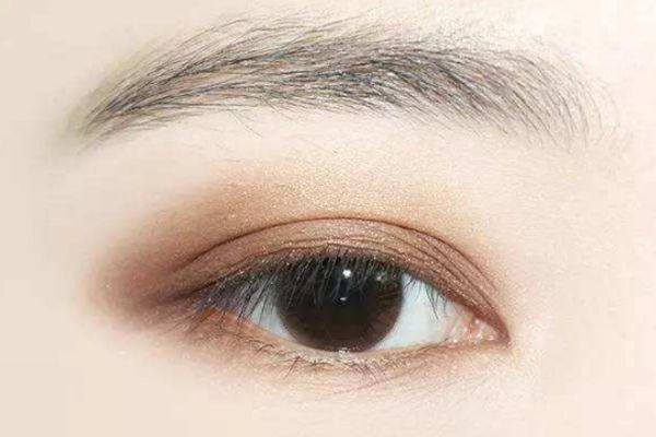 改善下垂眼的眼影画法 改善下垂眼眼妆要这么化