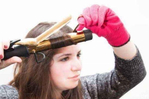 卷头发之前需要涂精油吗图片