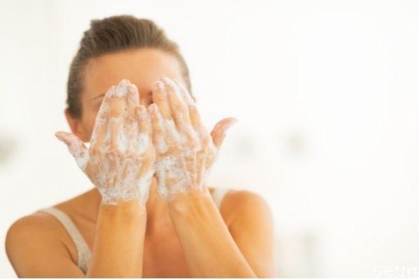 无皂基洗面奶适合什么年龄 无皂基洗面奶使用注意事项