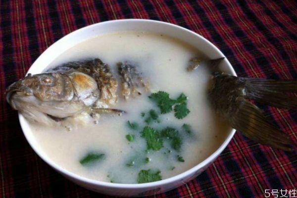 鲫鱼豆腐汤怎么做好吃 鲫鱼豆腐汤的美味做法