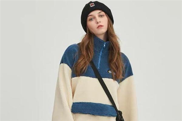 羊羔绒卫衣配什么帽子好看 羊羔绒卫衣怎么搭配帽子