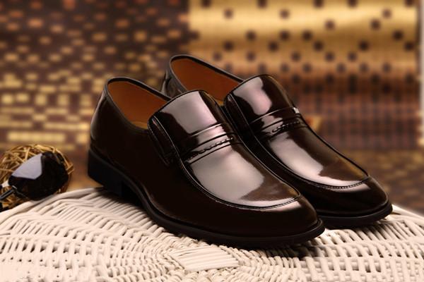 油皮皮鞋和光面皮怎么辨别 油皮皮鞋和光面皮的区别