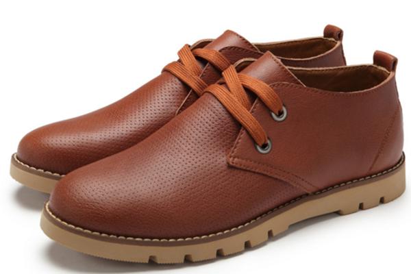 皮鞋滴水变色是好皮吗 皮鞋为什么会滴水变色