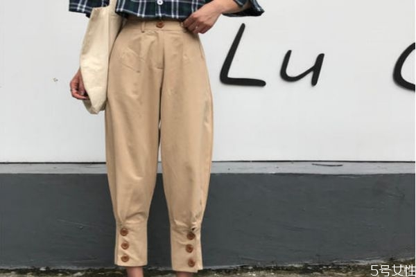 萝卜裤应该怎么搭配上衣 萝卜裤的搭配技巧