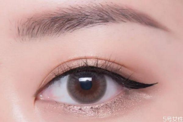 脸大的人上扬眼线怎么画 眼尾上扬的眼线怎么画