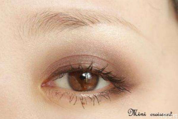 灰绿色系眼妆怎么画 清淡版灰绿色系眼妆