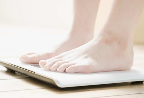 为什么早晚体重不一样 早晚体重差多少正常