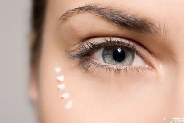 眼部精华和眼霜用法一样吗 眼部精华和眼霜的区别