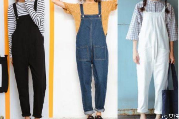 牛仔背带裤怎么搭配上衣 牛仔背带裤搭配上衣的方法