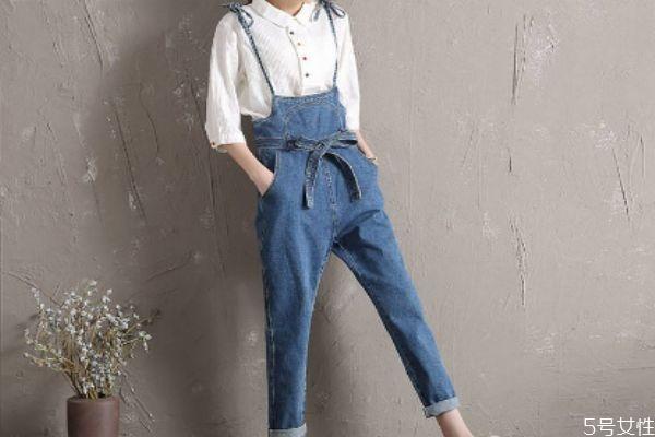 牛仔背带裤适合什么身材 什么身材适合牛仔背带裤