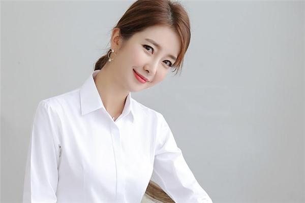 白衬衫配什么发型好看 穿白衬衫适合什么发型女