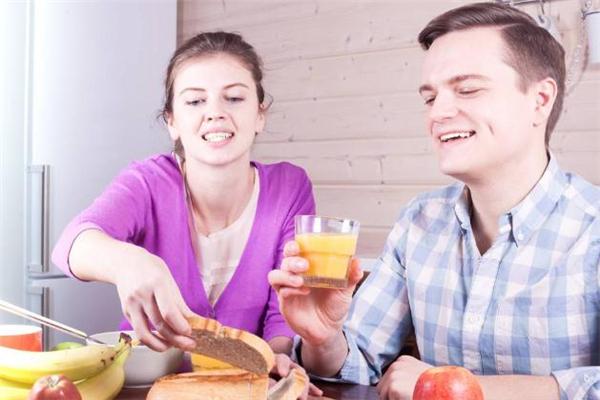 男人爱上一个人的眼神是什么样的 男人对女人有好感的眼神