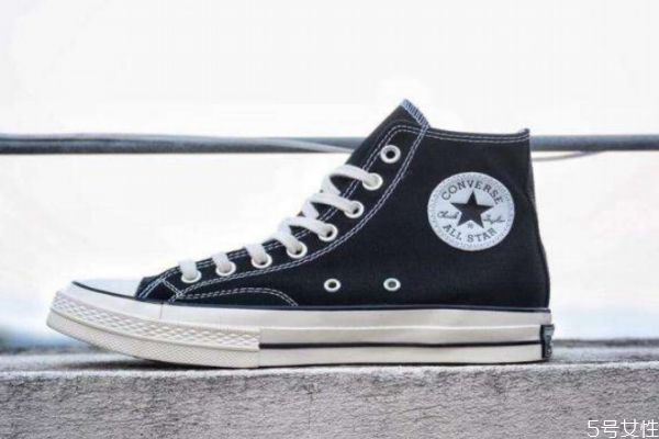 匡威帆布鞋怎么搭配 匡威帆布鞋搭配方法