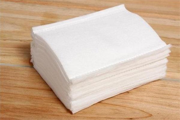 卸妆棉和卸妆湿巾有什么区别 普通的湿巾可以卸妆吗