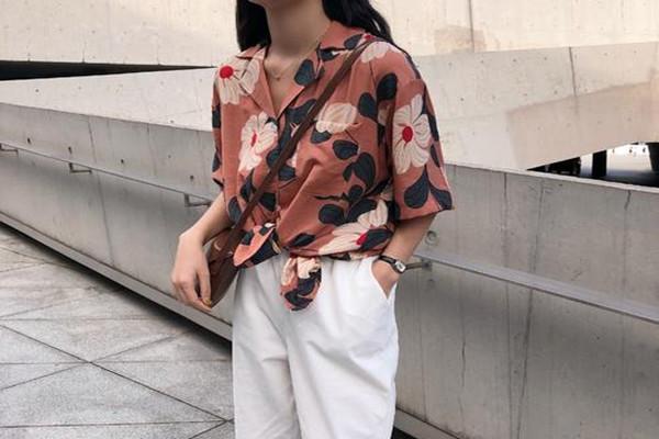 碎花衬衫适合什么外套 碎花衬衫的搭配技巧