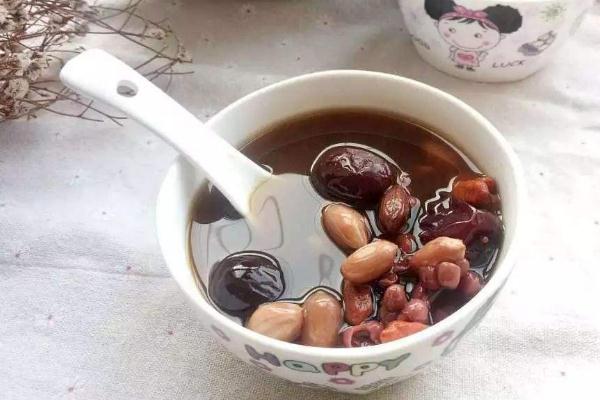 五红汤都有什么材料 五红汤喝了会上火吗