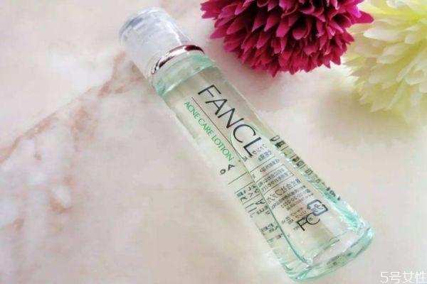 化妆水爽肤水的区别 化妆水爽肤水的不同