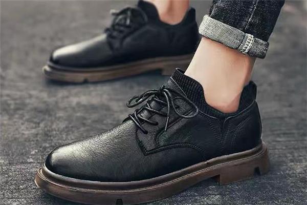 男人穿什么颜色皮鞋好看 今年流行什么颜色男士皮鞋