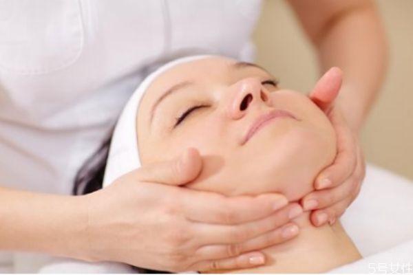 脸部按摩需要注意什么 脸部使用精油的注意事项