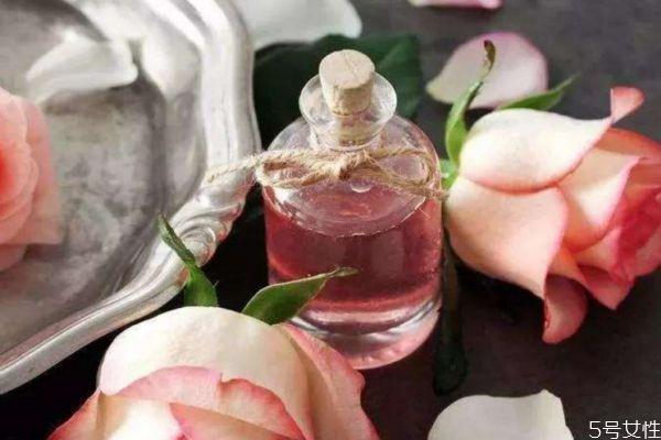 玫瑰精油有丰胸效果吗 玫瑰精油可以丰胸吗