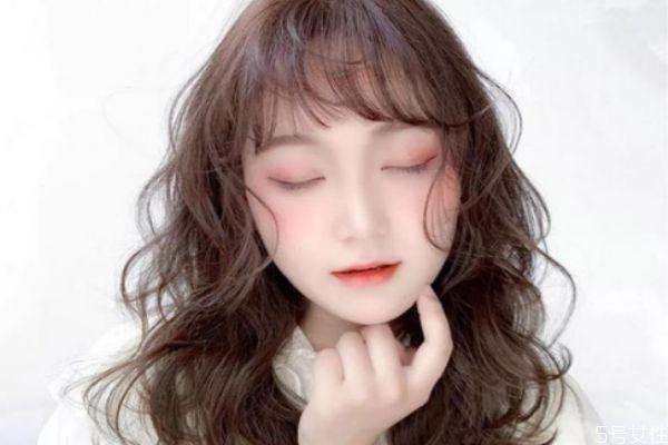 披肩头发女生烫发类型 韩式气垫烫教程