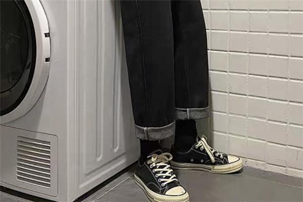直筒牛仔裤什么颜色好看 直筒牛仔裤流行什么颜色