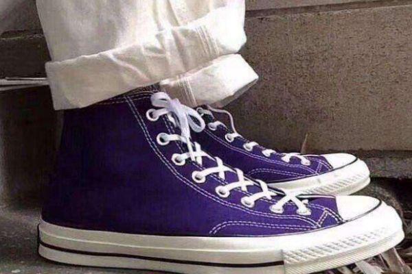 匡威高帮鞋带绑到后面怎么系 匡威高帮鞋带系法