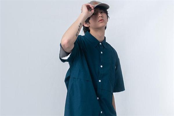 日系衬衫配什么帽子好看 日系衬衫搭配帽子图片