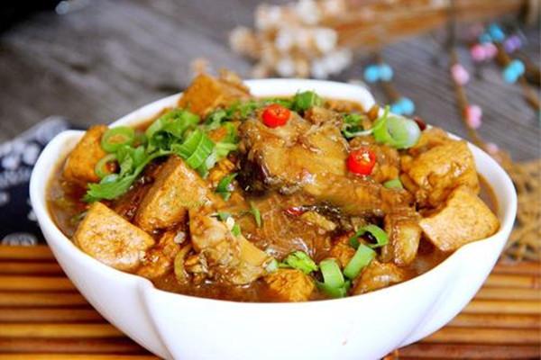 鳕鱼炖豆腐怎么做 鳕鱼炖豆腐的做法