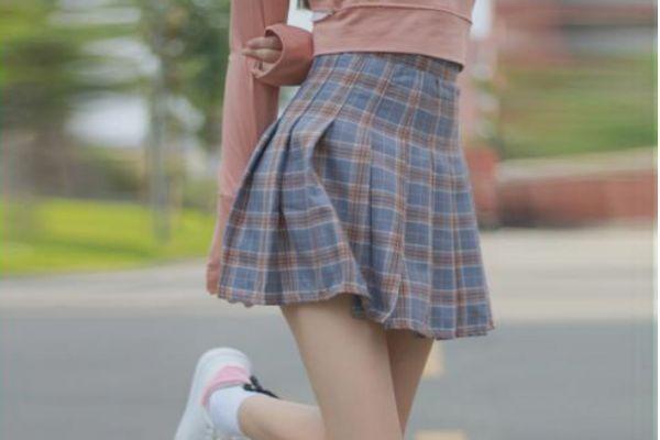 高腰短裙搭配什么上衣 高腰短裙的搭配方法