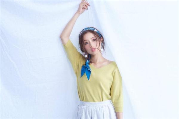 日系穿搭配什么发型好看 日系风衣服适合什么发型