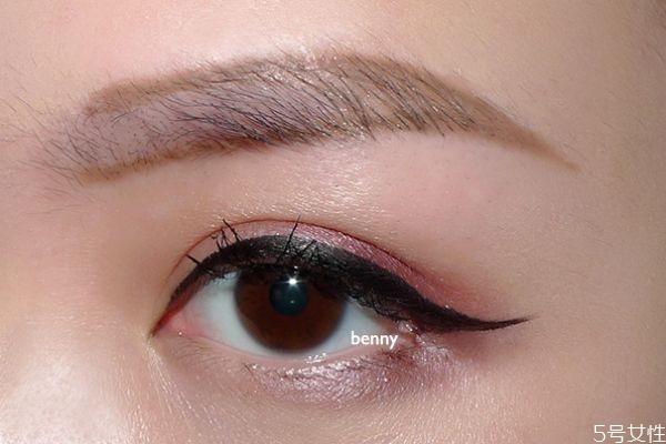 拱形眉适合什么脸型 拱形眉和上挑眉有什么区别