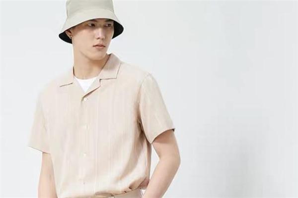 竖条纹衬衫什么颜色好看 竖条纹衬衫流行什么颜色