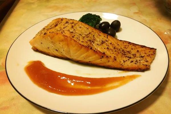 香煎三文鱼怎么做好吃 香煎三文鱼的做法