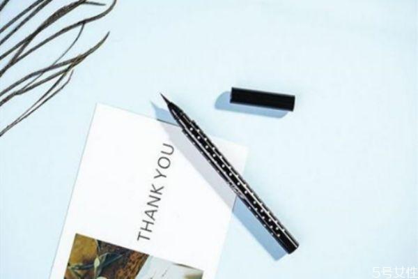 眼线笔干了还能用吗 眼线笔是越贵的越好吗