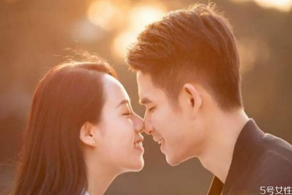 二婚男人爱你的表现 怎么分辨二婚男人是不是爱你