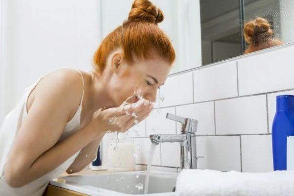 脸上长痘能用硫磺皂洗吗 用硫磺皂洗脸能祛痘